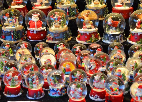 snow globe bulk, custom music snow globe, custom snow globes wholesale