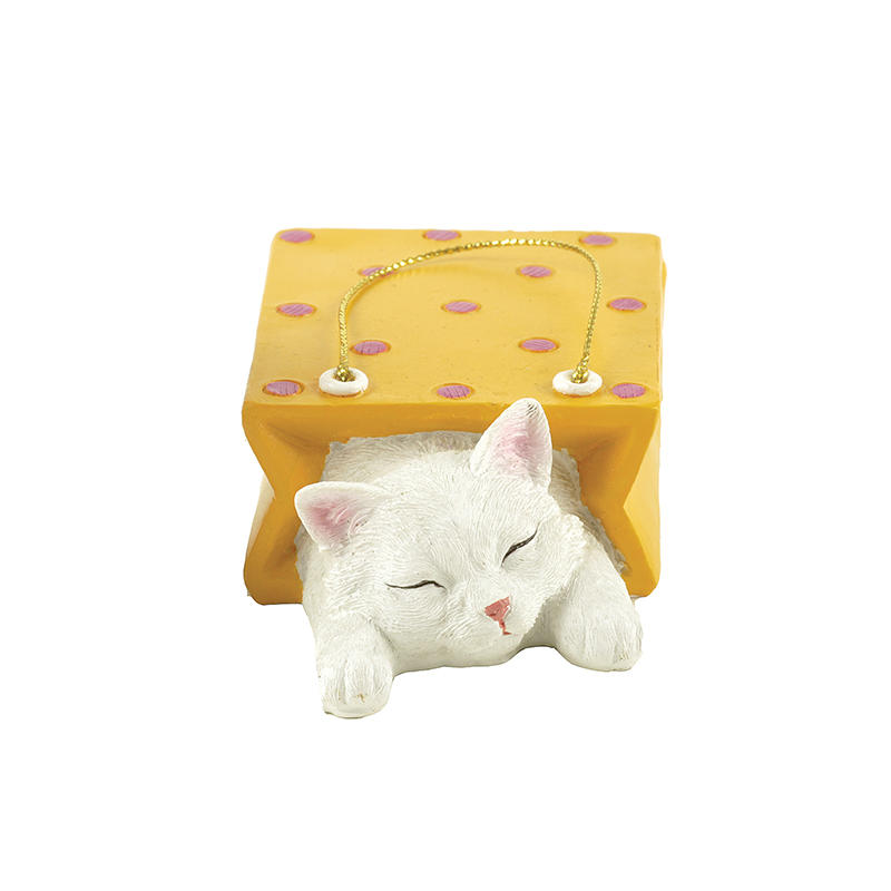 Hot Sale Cute Polyresin Cat in Shopping Bag Decoration